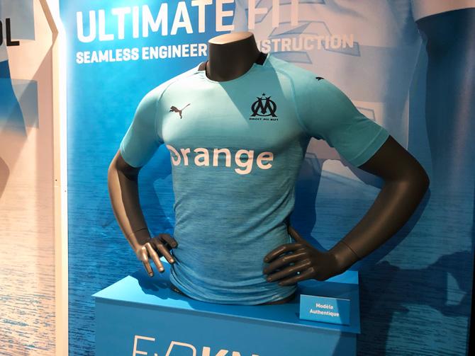 1f8b3c567f316 L OM et son nouvel équipementier Puma ont présenté ce mercredi les nouveaux  maillots du club marseillais